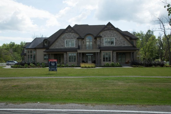 House for sale - 7000sq feet and 15 acres for $3.5M