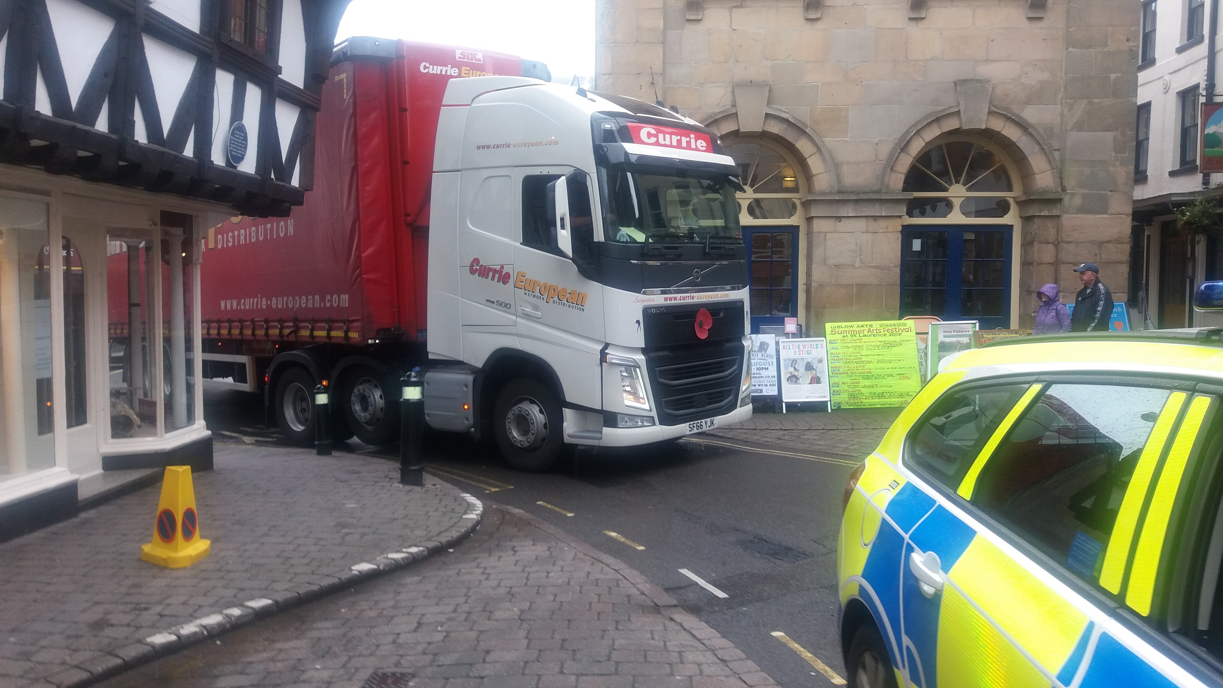 Ludlow centre was closed today by stuck coach and HGV after badly planned roadworks