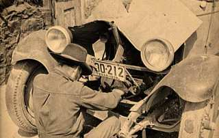 Russell Lee - Mexican Repairing Automobile