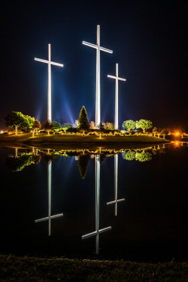 Baton-rouge-crosses-reflection