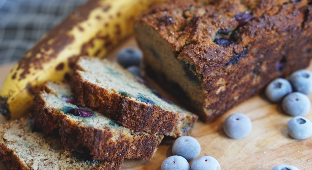 HIGH PROTEIN BLUEBERRY & BANANA BREAD