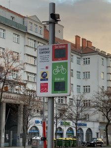 Photo of a cyclist green wave signal in Vienna.