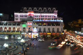 Overlooking Đài phun nước roundabout – a famous spot in Hanoi.