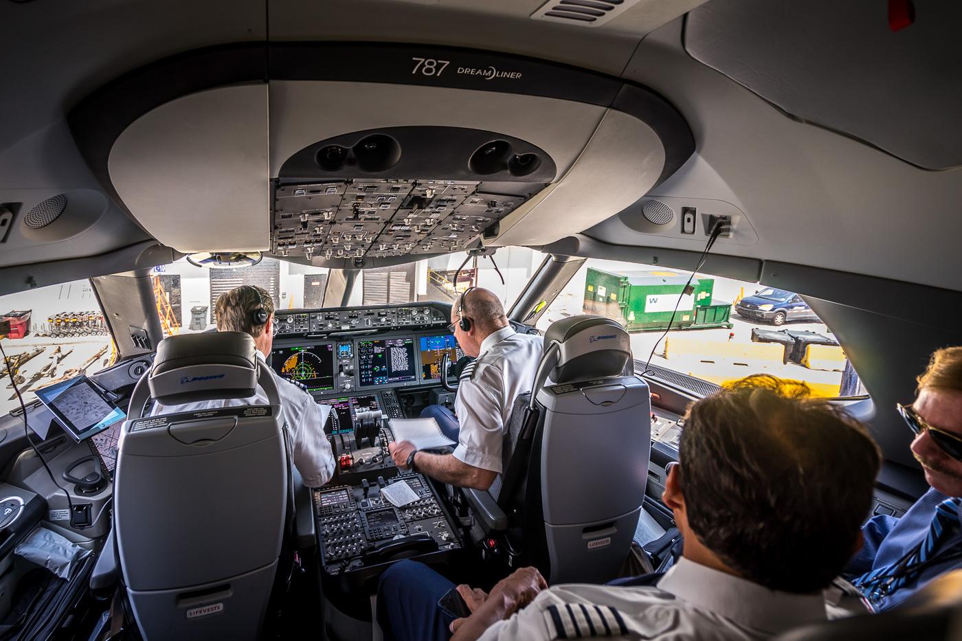 Resultado de imagen para cockpit Boeing 787