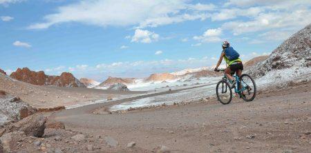 Mountainbiking i nthe salt desert