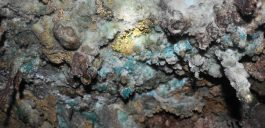 Different minerals: Copper (green) and Sulphur (yellow)