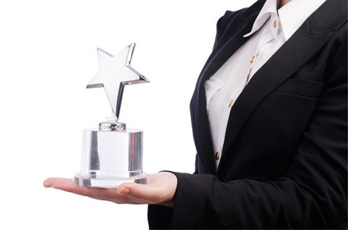 Motiva a tus empleados premiándoles