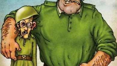 Анекдоты - Товарищи курсанты, посмотрите, какой бардак в тумбочке сидит.