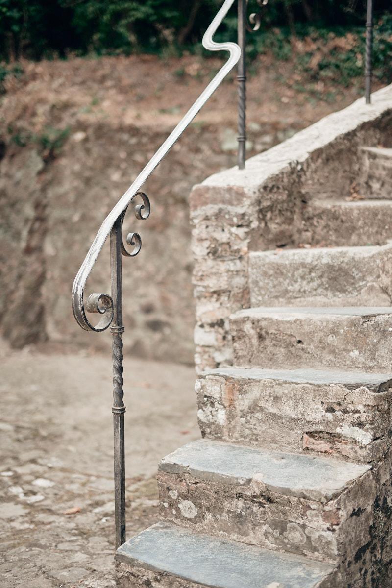 détail de l'escalier menant aux écuries du chateau de craon
