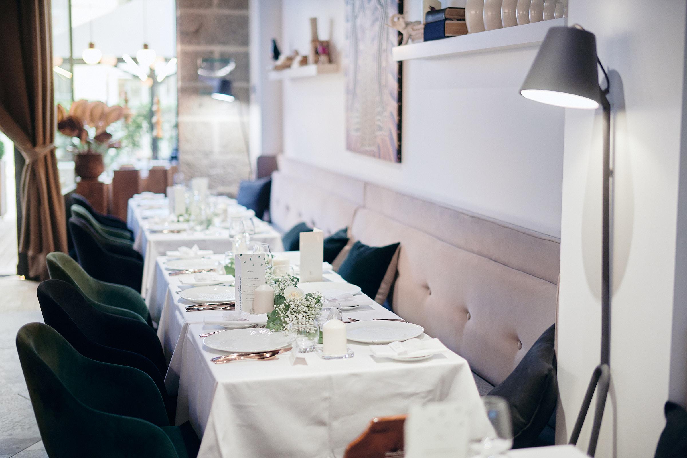 les tables du repas de mariage à la table de balthazar à rennes