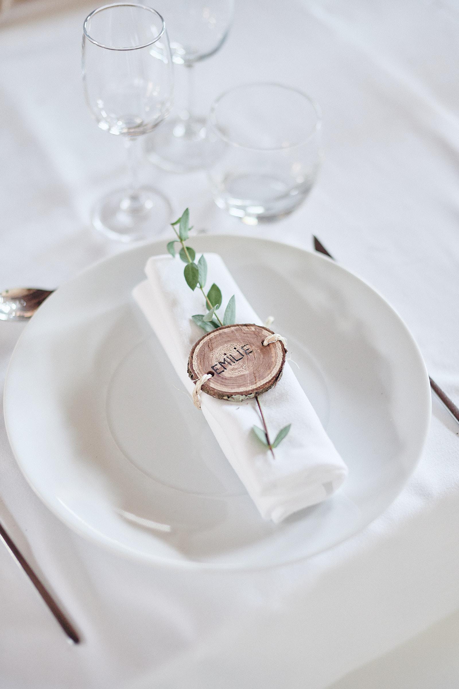 détail de la décoration de table des mariés