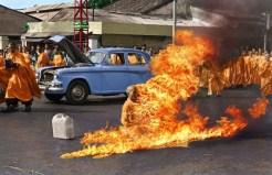 Foto Biksu Thích Quảng Đức Membakar Diri Sendiri