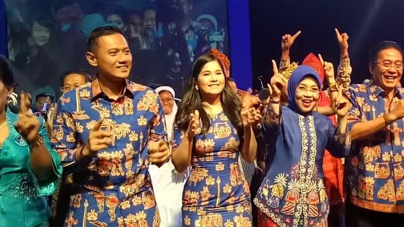 Keluarga Besar SBY Berjoget di Natal Demokrat, Teriak Pilih Agus-Sylvi