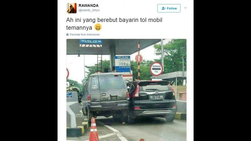 Ini Cerita Sebenarnya Soal Foto 2 Mobil Berebut Masuk di Pintu Tol Makassar