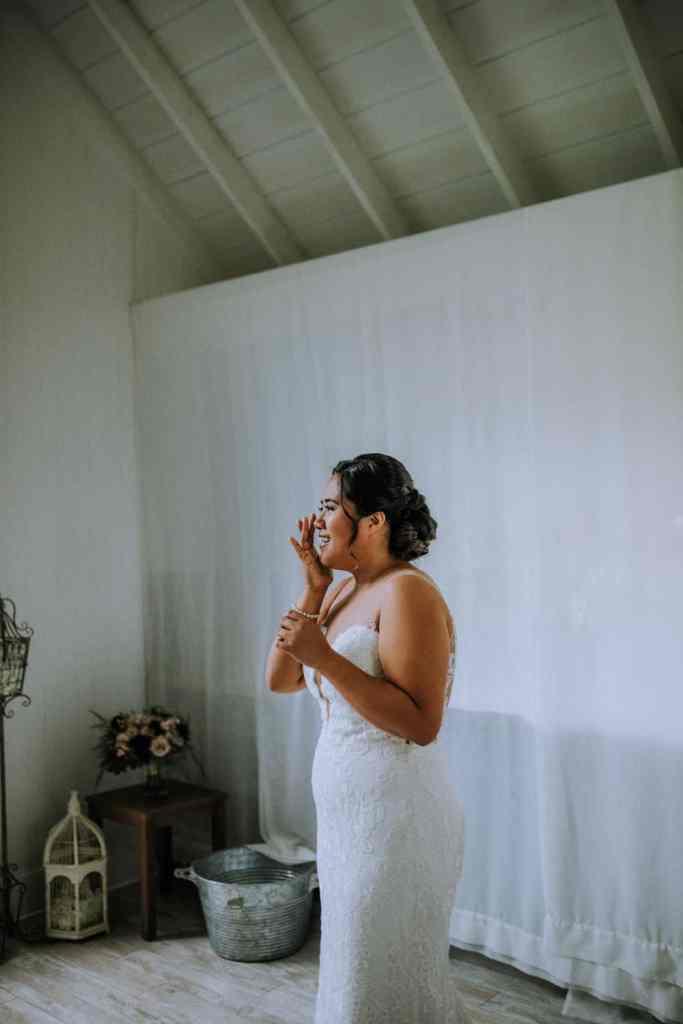 Oahu bride getting ready | Anela Benavides
