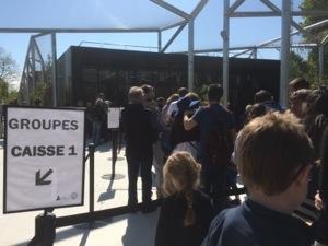line up at paris zoo