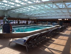 are there undercover pools on cruise ships?