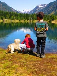 easy lake hike near seattle with kids
