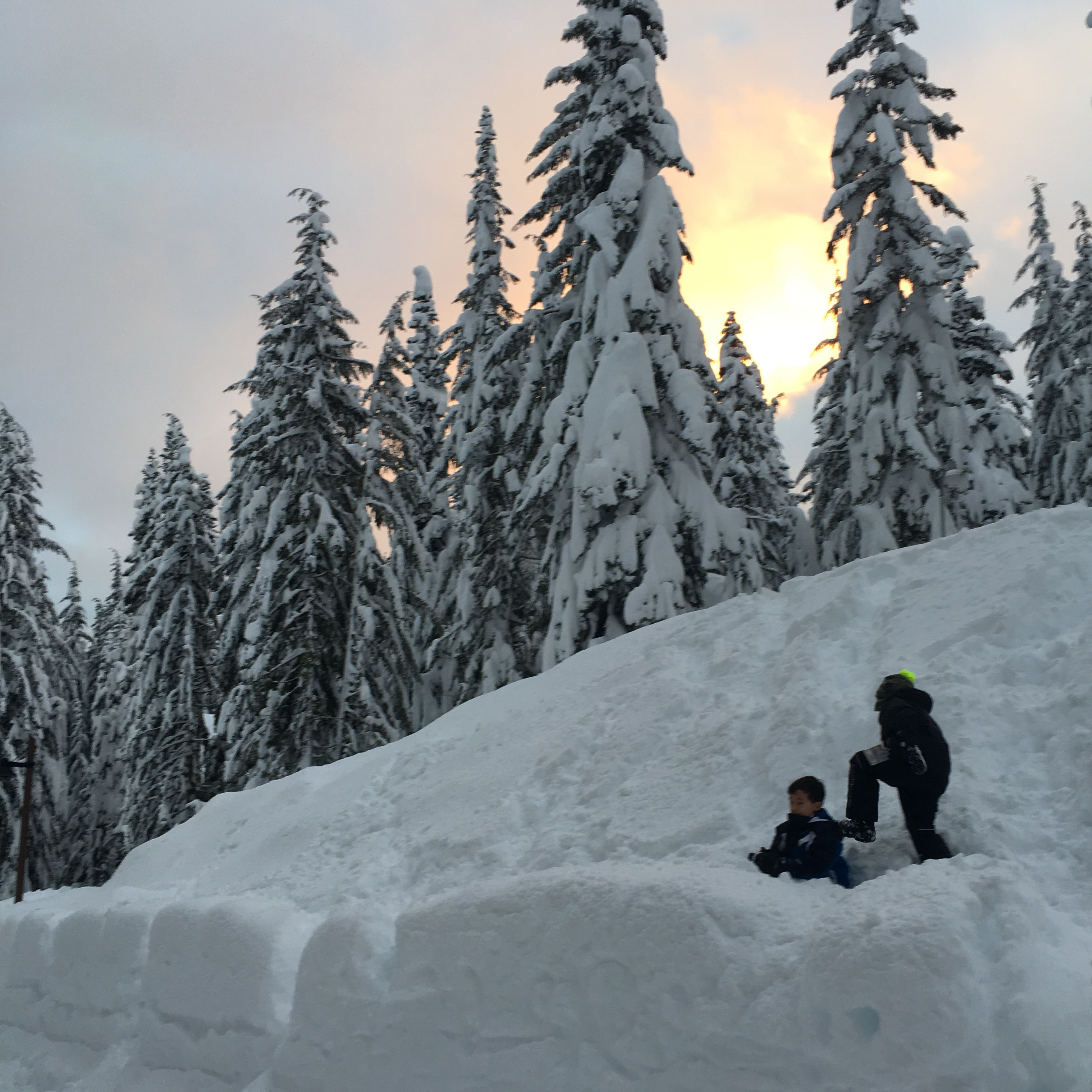 playing in the snow near seattle in snoqualmie pass