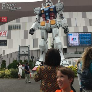 Old Gundam Robot statue in Odaiba