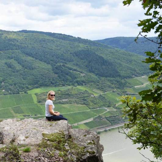 The Trolltunga of the middle Rhine Valley: A rock protrudes over the river