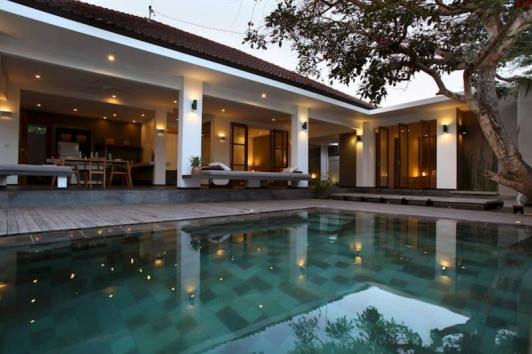 Luxurious-Villa-with-Pool-in-Seminyak-Bali2