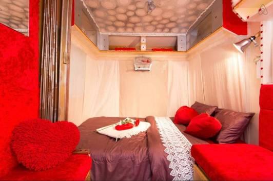 Besondere-Airbnb-unterkünfte-in-Europa-Caravan-in-Belgien-Innenansicht2