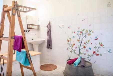 Besondere-Airbnb-unterkünfte-in-Europa-Jurte-Bad