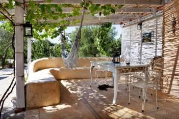 Besondere-Airbnb-unterkünfte-in-Europa-Trullo-Italien-Terrasse