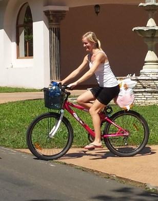 Anette pa cykel3 (beskaret)