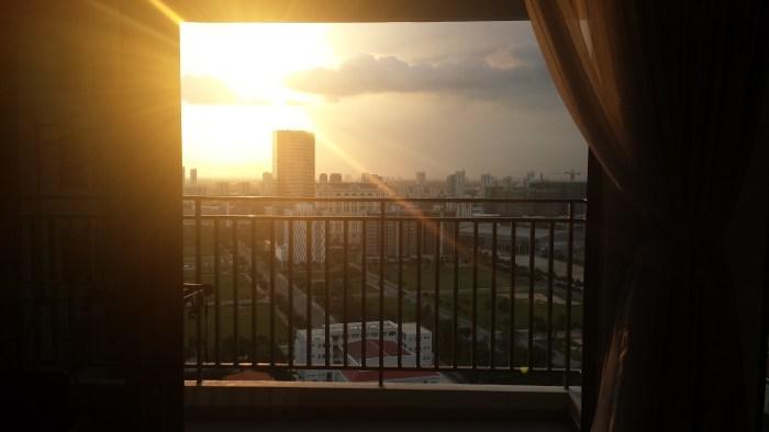 Udsigt fra altan solnedgang