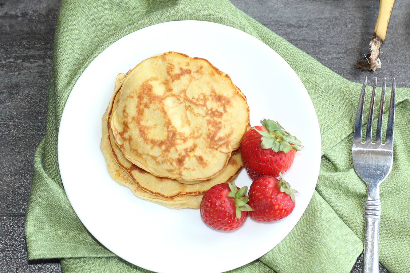 4-ingredient-banana-pancakes-