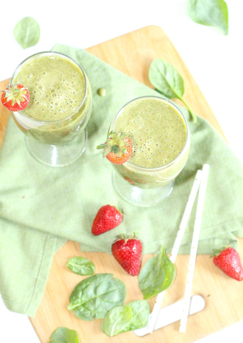 Start Your Day with a Delicious Green Smoothie + How to Keep Produce Fresh with Rubbermaid FreshWorks Produce Saver