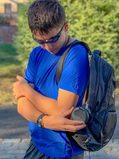 teen putting Invisalign case in backpack