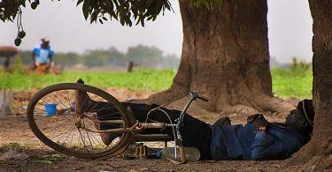 tech-free-vacation-art-sleeping-man