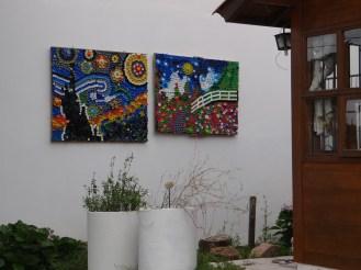 Obras de arte feitas por Nelson Lindemann, com tampinhas plásticas ®SKLindemann