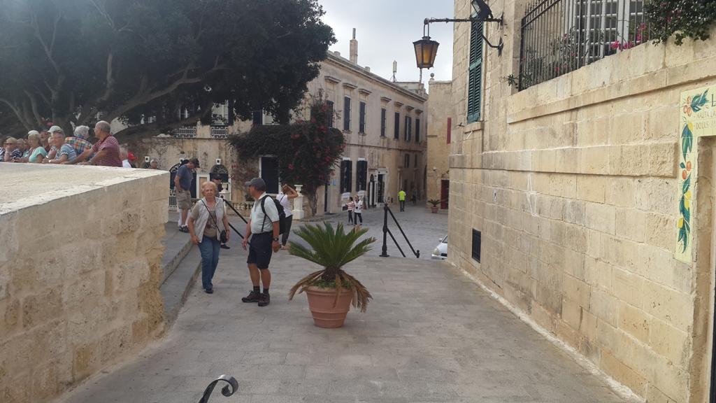 La pas prin misteriosul oraș al tăcerii din Malta