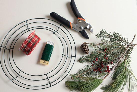 DIY rustic Christmas Wreath tutorial