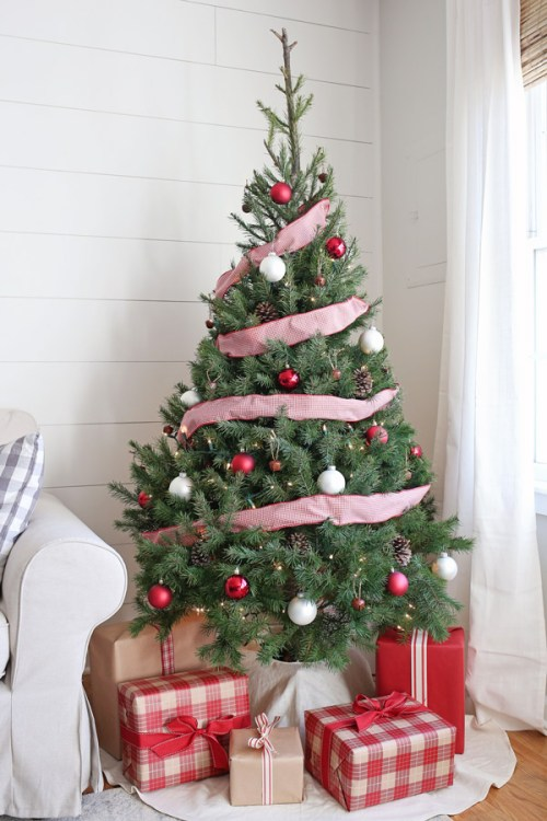 Red And White Christmas Tree Decorating Ideas Rustic Red and White C...