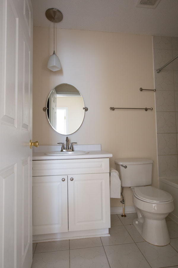 master bathroom before $100 budget bathroom makeover