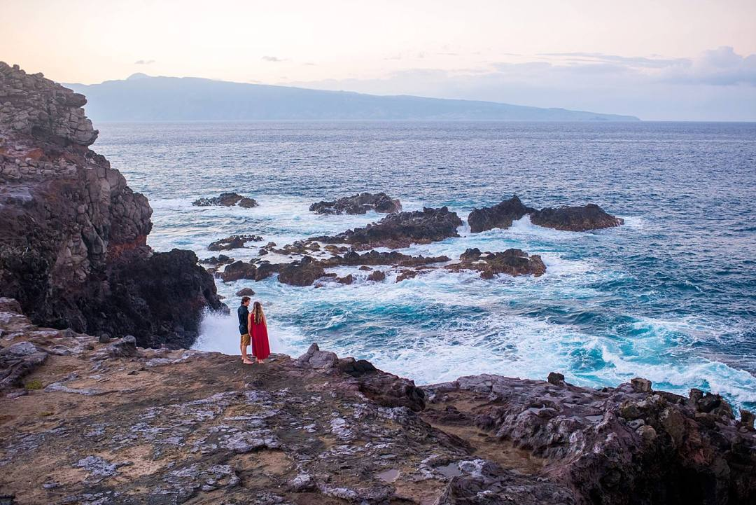 couple on a clifff in northwest maui