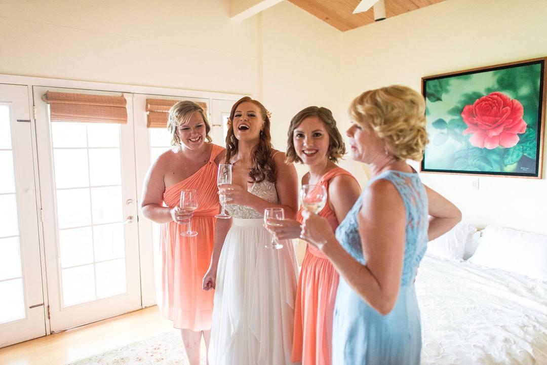 girls getting ready at sugarman's estate