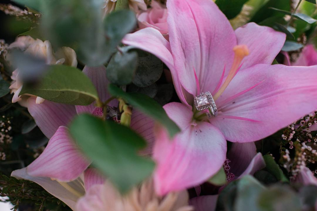sparkly diamond ring bridal set in Hawaiian flower