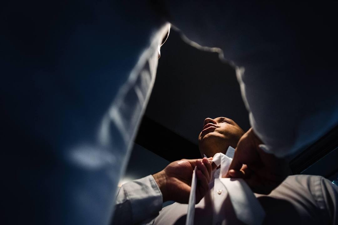groom getting his tie tied
