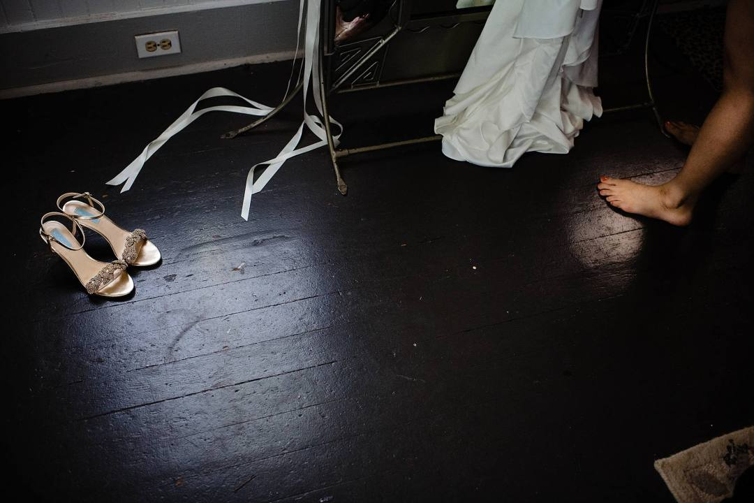 bride's shoes and her bare feet at olowalu plantation house