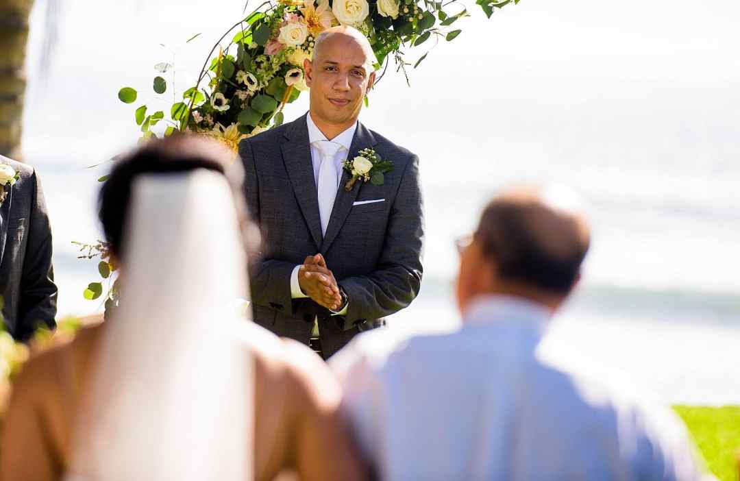 groom waiting for his bride at olowalu plantation house