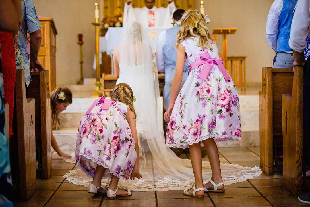 flower girls adjusting veil of bride at maria lanikila church
