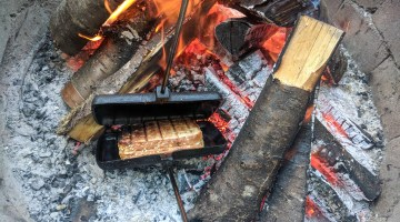 Campfire Recipe: How to Make Pizza Mountain Pies