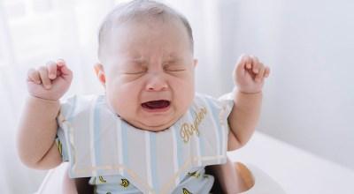 【成長紀錄】Ryder寶寶4個月收涎「大崩潰」好有戲~全家福寫真拍攝