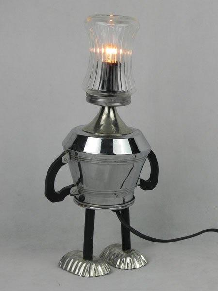 Bakesucre. Personnage lumineux sucrier, service à café et mini moules. Assemblage de verre, métal chromé, bakélite, inox et acier.